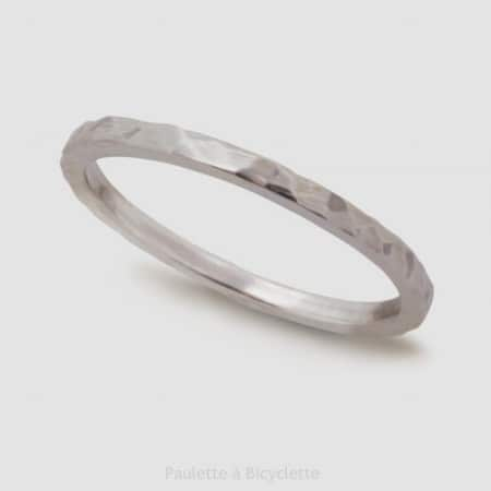 alliance-femme-tres-fine-martelee-argent-or-ethique-paulette-a-bicyclette