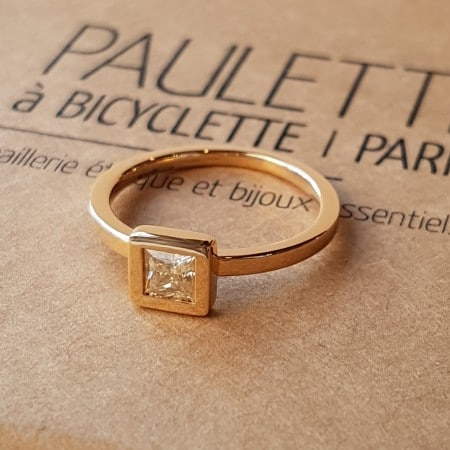 Solitaire avec diamant carré, or rose Fairmined, fabriqué à Paris, Paulette à Bicyclette, SOLCAR 3.5