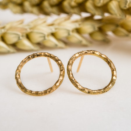 Boucles d'oreille cercle or jaune éthique martelé Fairmined Paulette à Bicyclette
