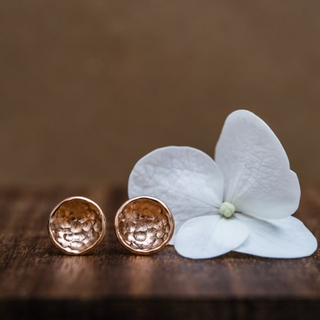 Boucles-oreille-martelee-originales-or-rose-fairmined-MUSE-paulette