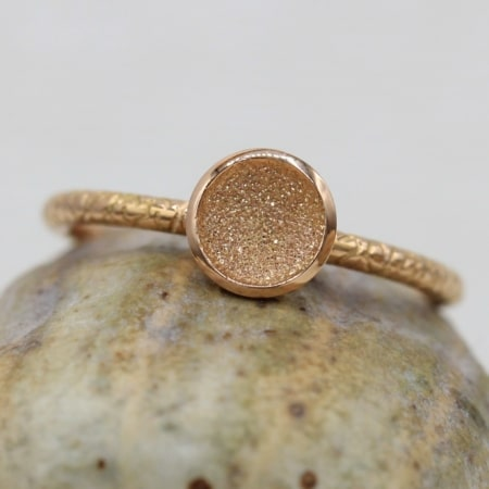 Bague-or-chaud-texture-atypique-made-in-france